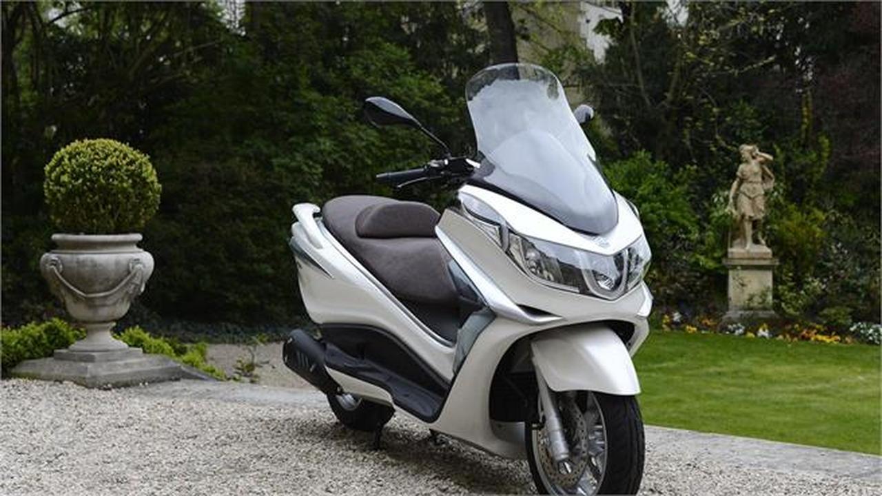 Piaggio X 10 hemos recibido 13 motos km 0  - Foto 1