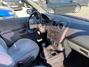 Ford Fiesta 1.4 TDCI   70 CV  1 AÑO DE GARANTIA  - Foto 2