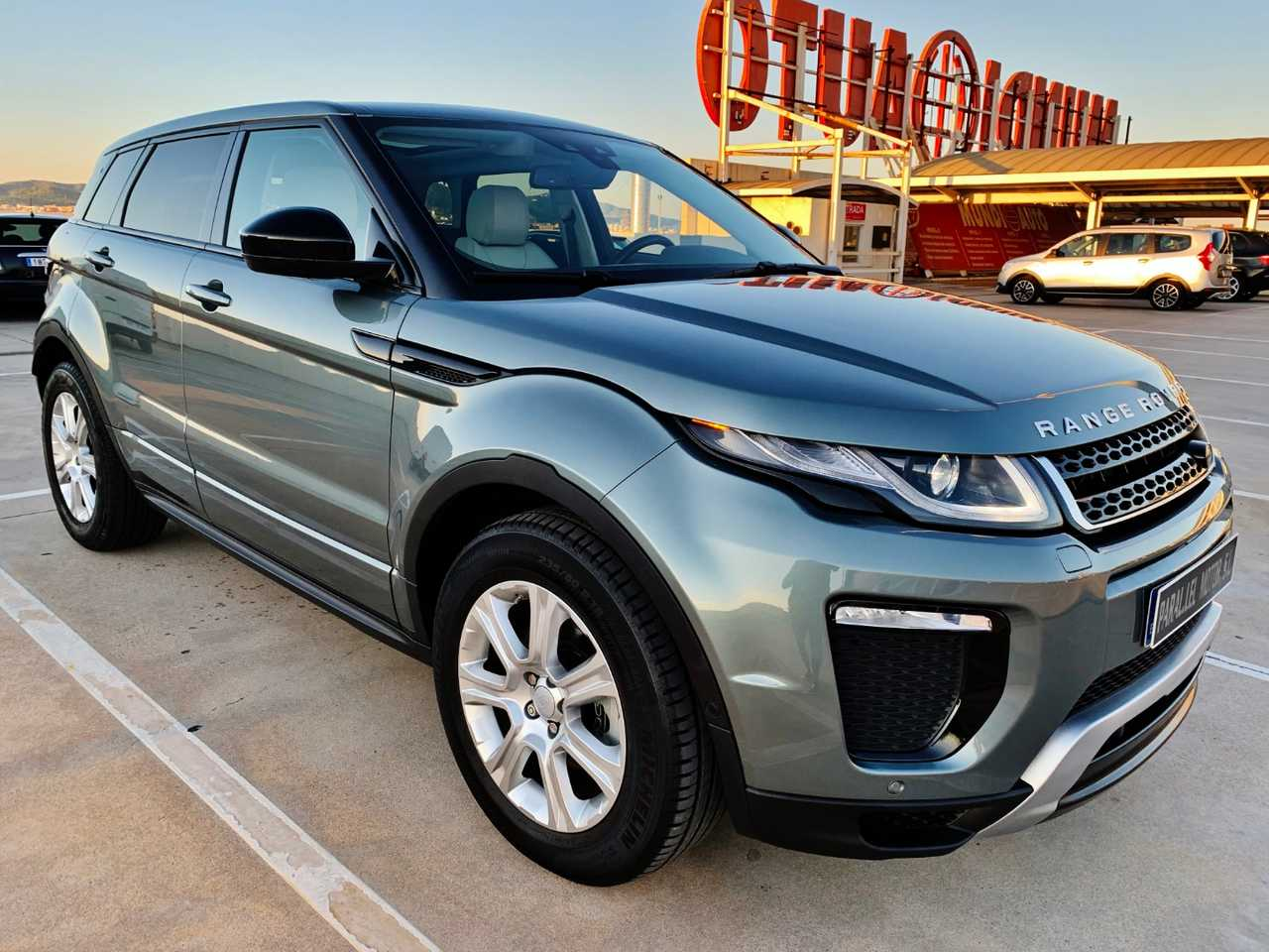 Land-Rover Range Rover Evoque 2.0L TD4 4X4 SE DYNAMIC AUTO. con TECHO PANORÁMICO, NAVEGADOR...  - Foto 1