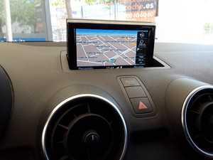 Audi A1  Sportback 1.0 TFSI Attraction 5p.  NAVEGADOR GPS-PDC T-LUCES LET  - Foto 2