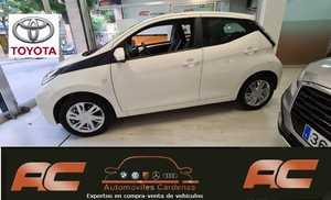 Toyota Aygo 1.0 70cv XPLAY 5 PUERTAS  CAMARA MARCHA ATRAS-A.ACONCIC-LLANTAS 8.990 KMS  - Foto 2