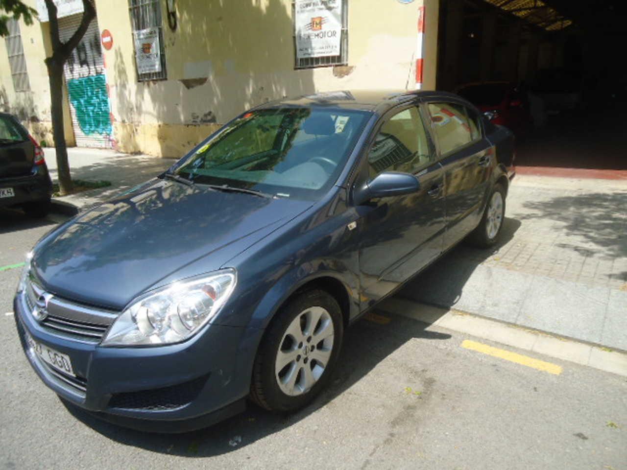 Opel Astra 1.7 CDTI ENJOY 4P   - Foto 1