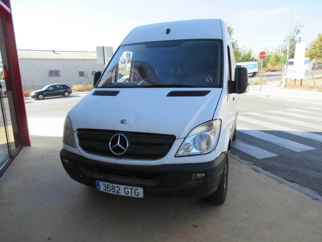 Mercedes Sprinter 210 CDI FURGON MOTOR CON 148000 KM GARANTIA UN SOLO PROPIETARIO, CERTIFICADO DE KM Y CARROCERIA   - Foto 1