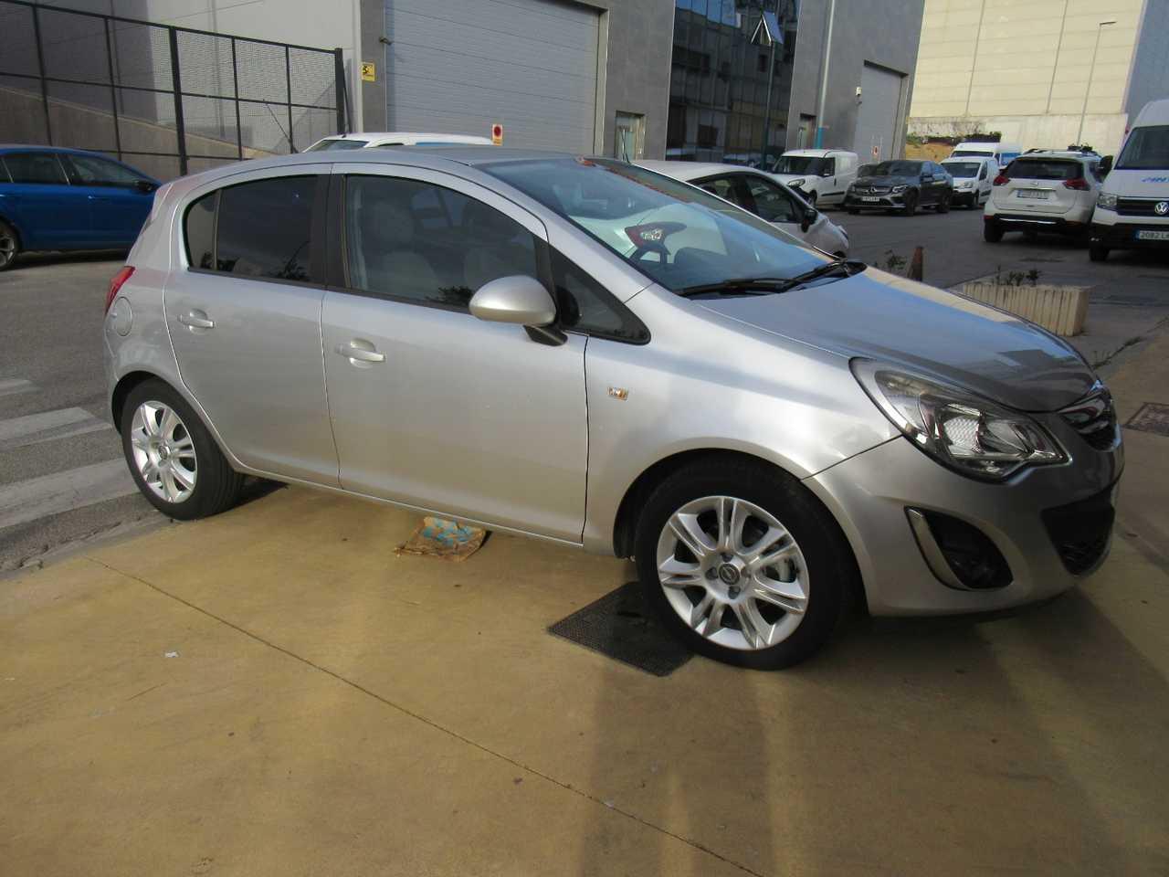 Opel Corsa 12 85 cv C.MON CINCO PUERTAS UN SOLO PROPIETARIO, CERTIFICADO DE KM Y CARROCERIA   - Foto 1