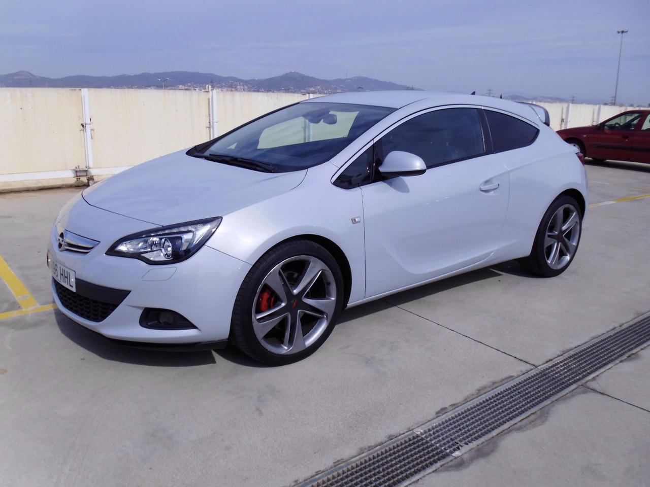 Opel Astra GTC SPORTIVE   - Foto 1