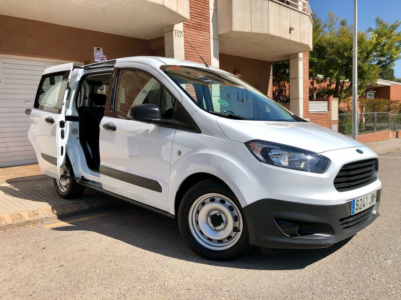 Ford Transit Courier 1.5 TDCI KOMBI  AMBIENTE 75CV../ DOBLE PUERTA LATERAL   - Foto 1