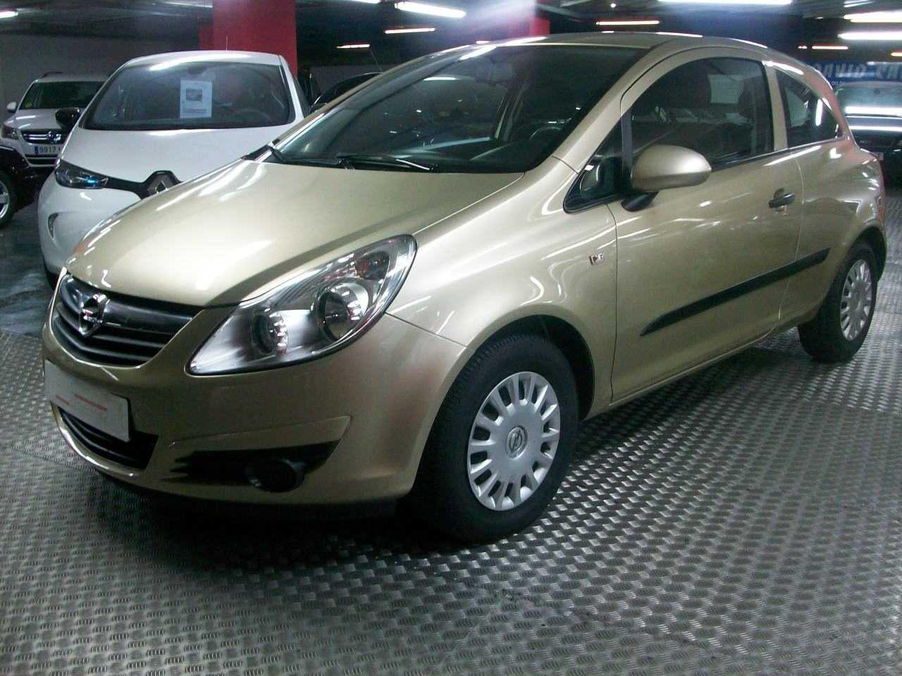 Opel Corsa 1,2 ESSENTIA  3P