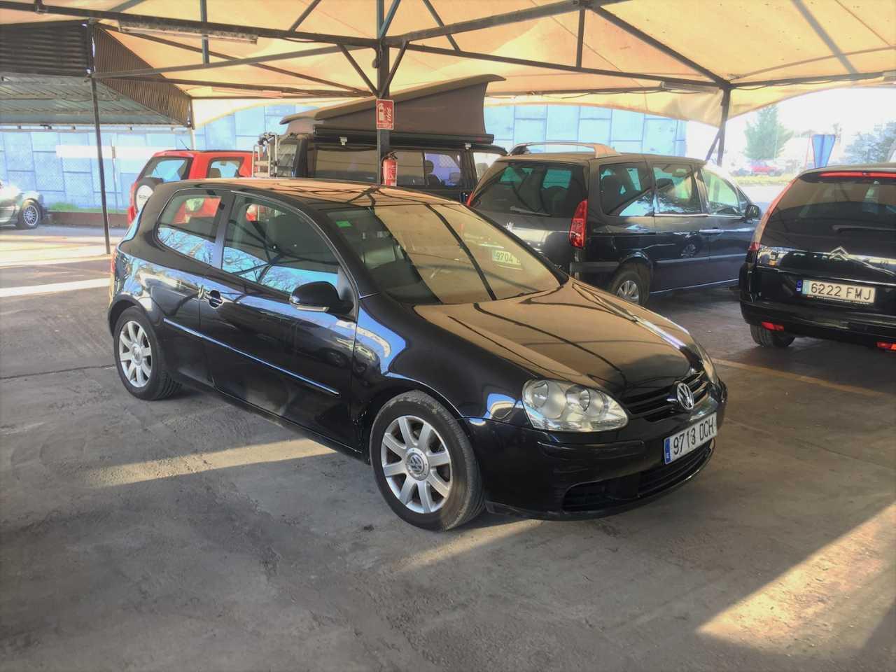 Volkswagen Golf 2.0 TDI   - Foto 1