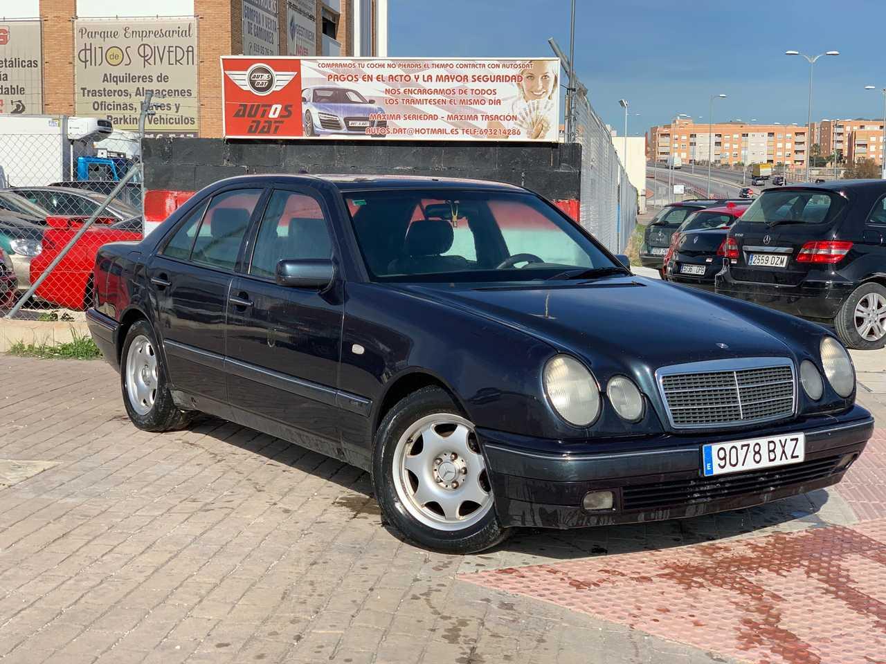 Mercedes Clase E 290TD   - Foto 1