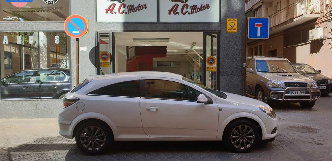 Opel Astra GTC 1.7 CDTi Energy 3p.   - Foto 1