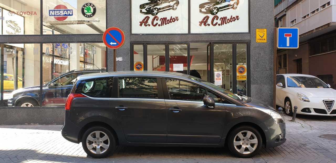 Peugeot 5008 Premium 1.6 HDI 7 plazas,112cv   - Foto 1
