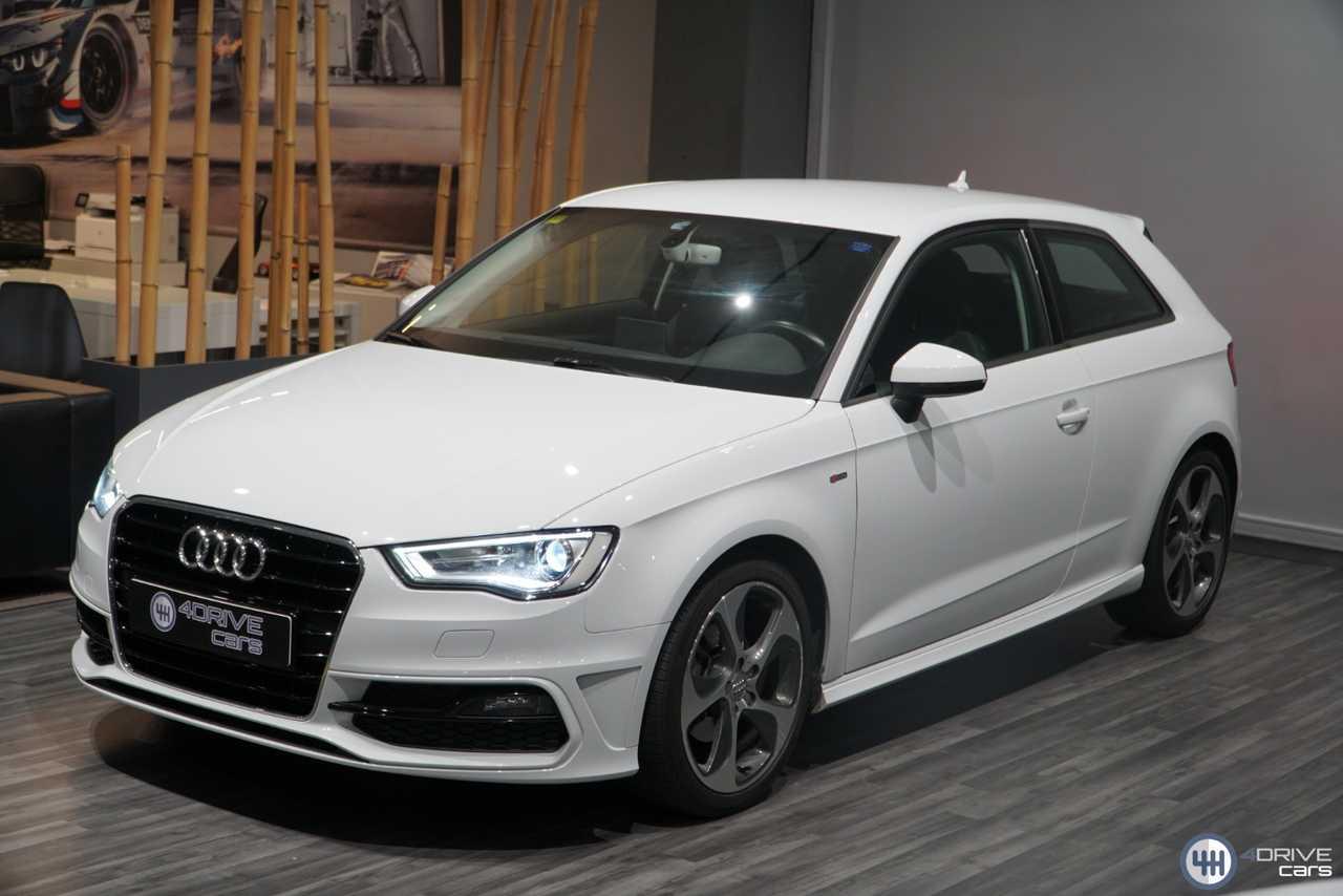 Audi A3 1.6 TDI 110 S-LINE   - Foto 1
