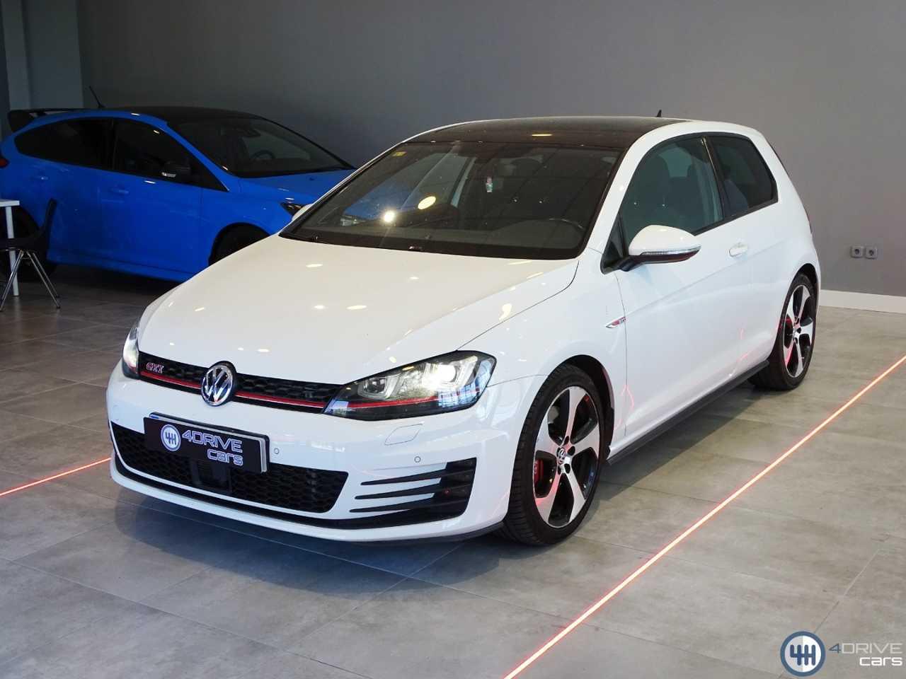 Volkswagen Golf GTI PERFORMANCE   - Foto 1