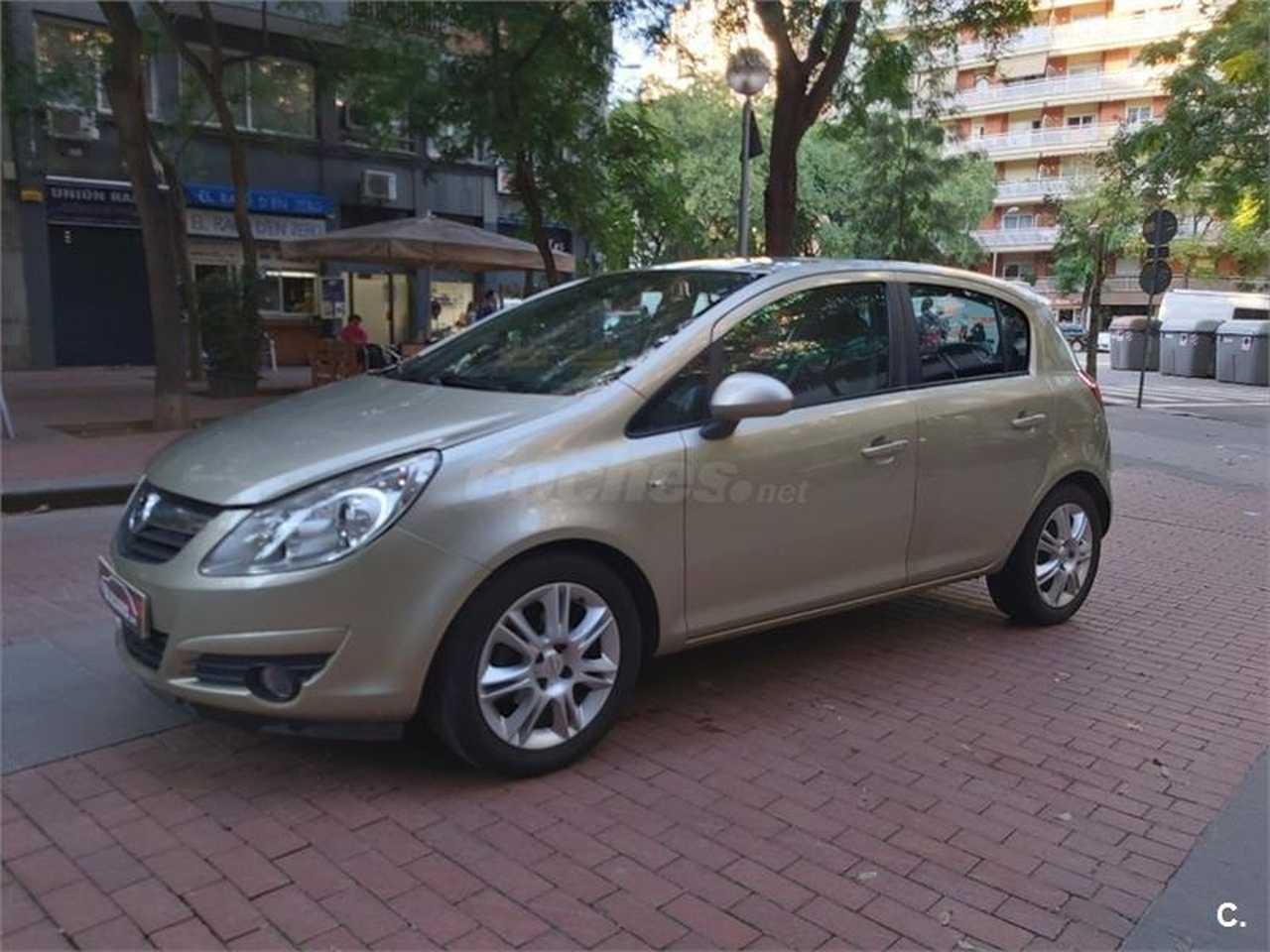 Opel Corsa Cosmo 1.4   - Foto 1