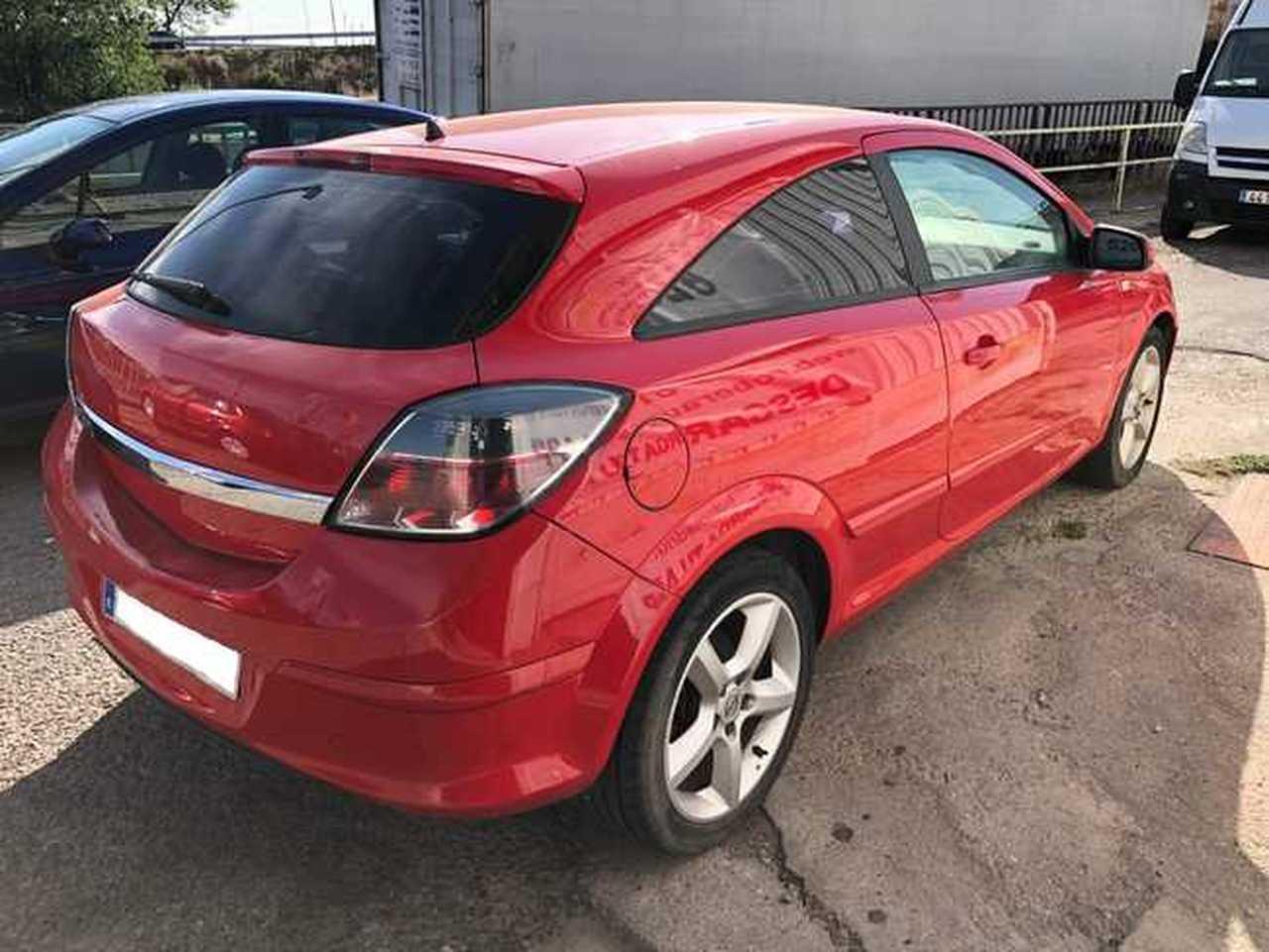 Opel Astra GTC 1.9 cdti   - Foto 1