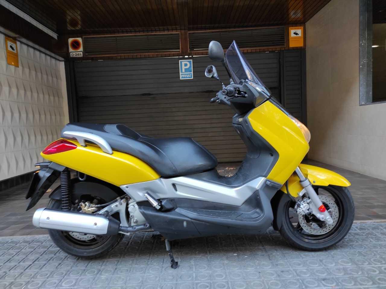 Yamaha X-Max 250   - Foto 1
