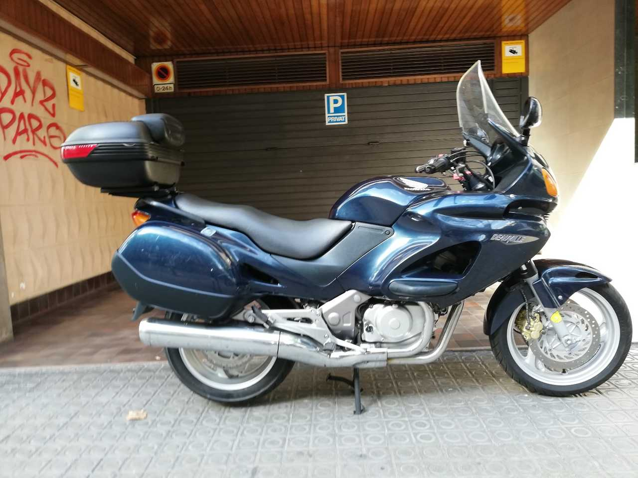 Honda Deauville 650  - Foto 1