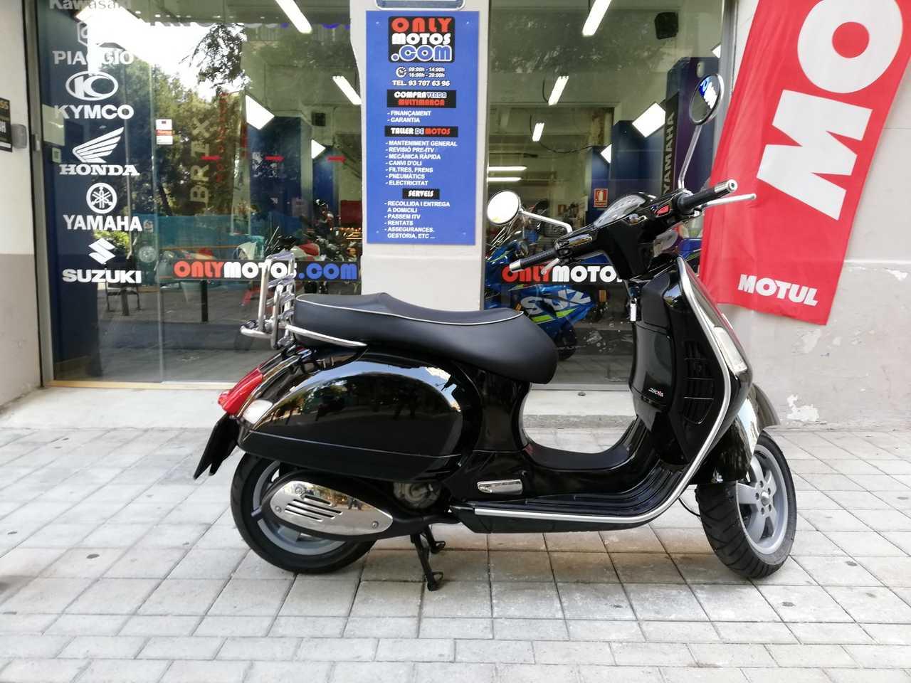 Vespa GTS 250ie   - Foto 1