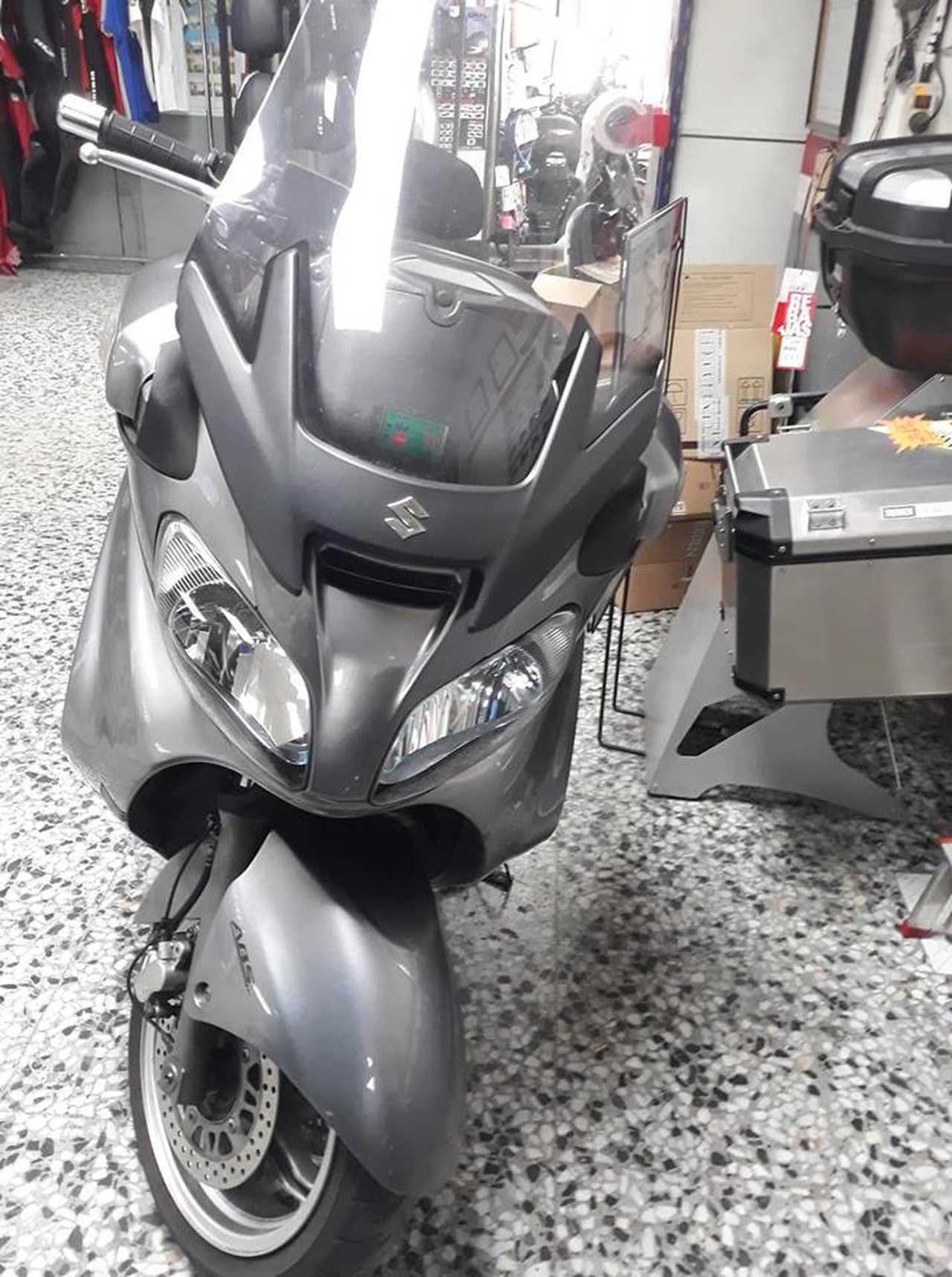 Suzuki Burgman 650 EXCLUSIVE  - Foto 1